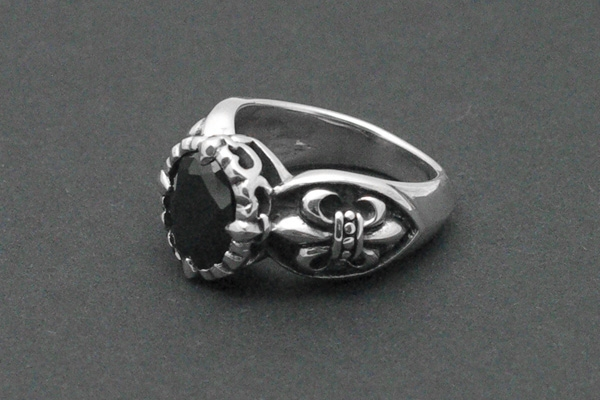 Gothic Ring Black Heart Lily