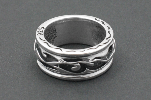 Bikerring Tribal